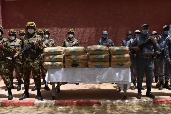 El Ministerio de Defensa Nacional de Argelia anuncia, entre otros operativos, actuaciones en la frontera con Marruecos y detiene al menos a 40 narcotraficantes