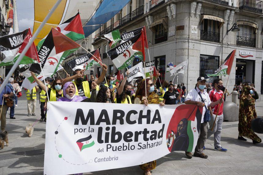 La primera Marcha por la Libertad del Pueblo Saharaui se planta ante Exteriores | Sahara Press Service – #MarchaSaharaui