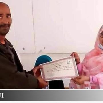 Jatri, el héroe de bata blanca que sostiene la salud de los refugiados saharauis en Tinduf, galardonado por el gobierno saharaui