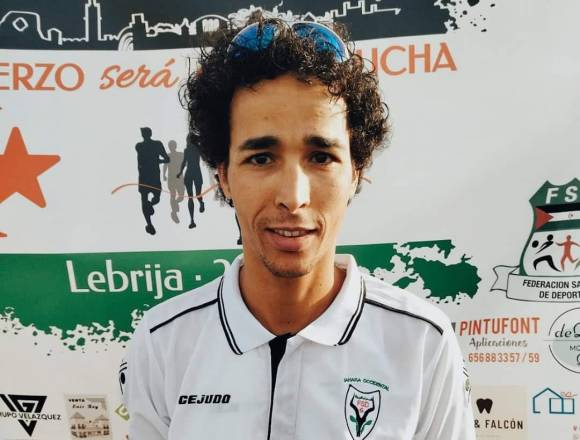 El joven saharaui Lehsen Sidahmed gana la carrera solidaria de Lebrija (Sevilla)