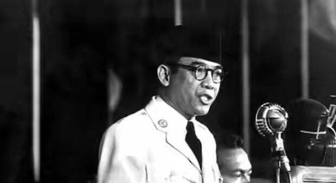 Ir Soekarno sedang orasi