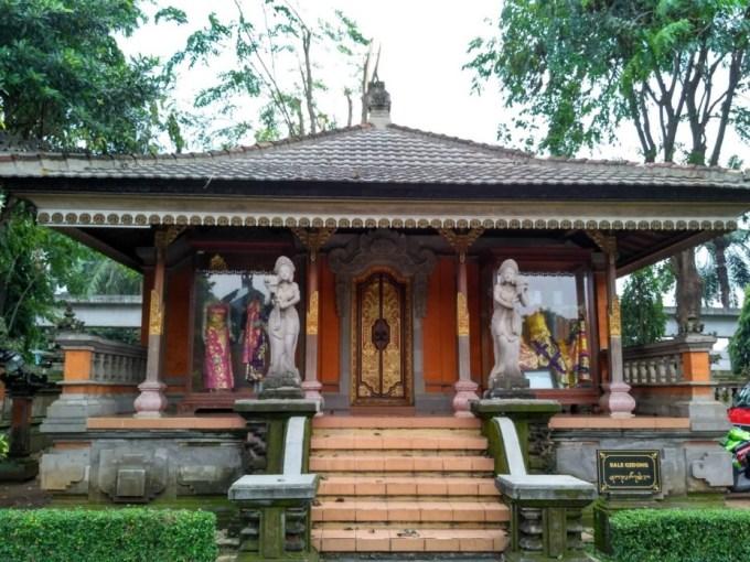 Bangunan Rumah Adat Bali