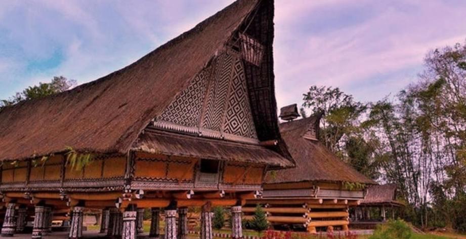 Hasil gambar untuk rumah adat suku batak toba