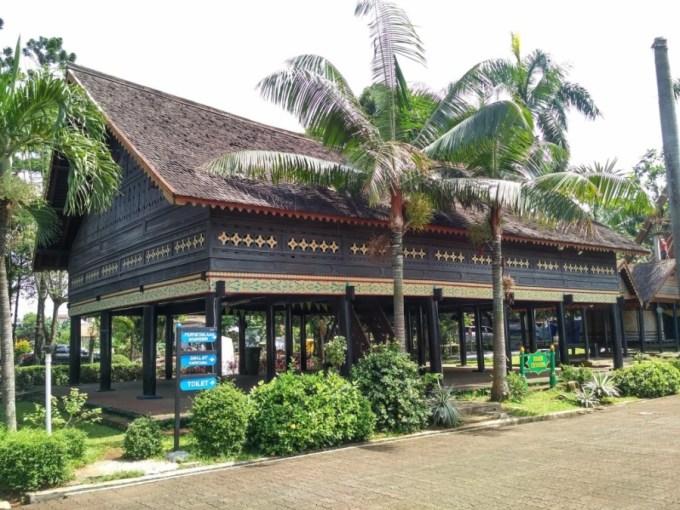 Struktur Bangunan Rumah Adat Aceh
