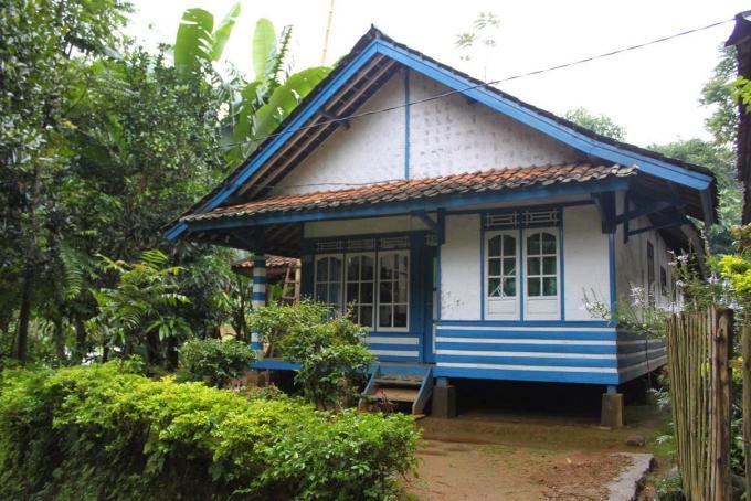rumah adat jawa barat perahu kumureb