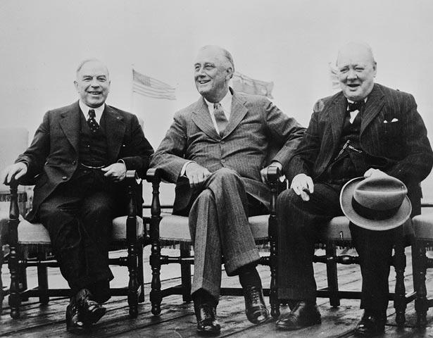 Le très honorable Mackenzie King, le président Franklin D. Roosevelt et le très honorable Winston Churchill lors de la Conférence de Québec Montreal Gazette / Bibliothèque et Archives Canada / MIKAN no 3194622 : http://data2.archives.ca/ap/c/c014168.jpg