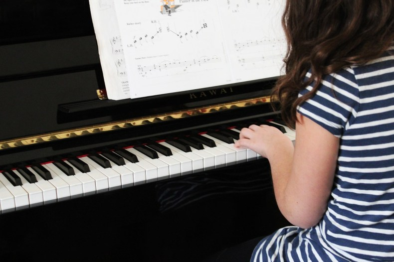 how to help my kid to practice the piano at home