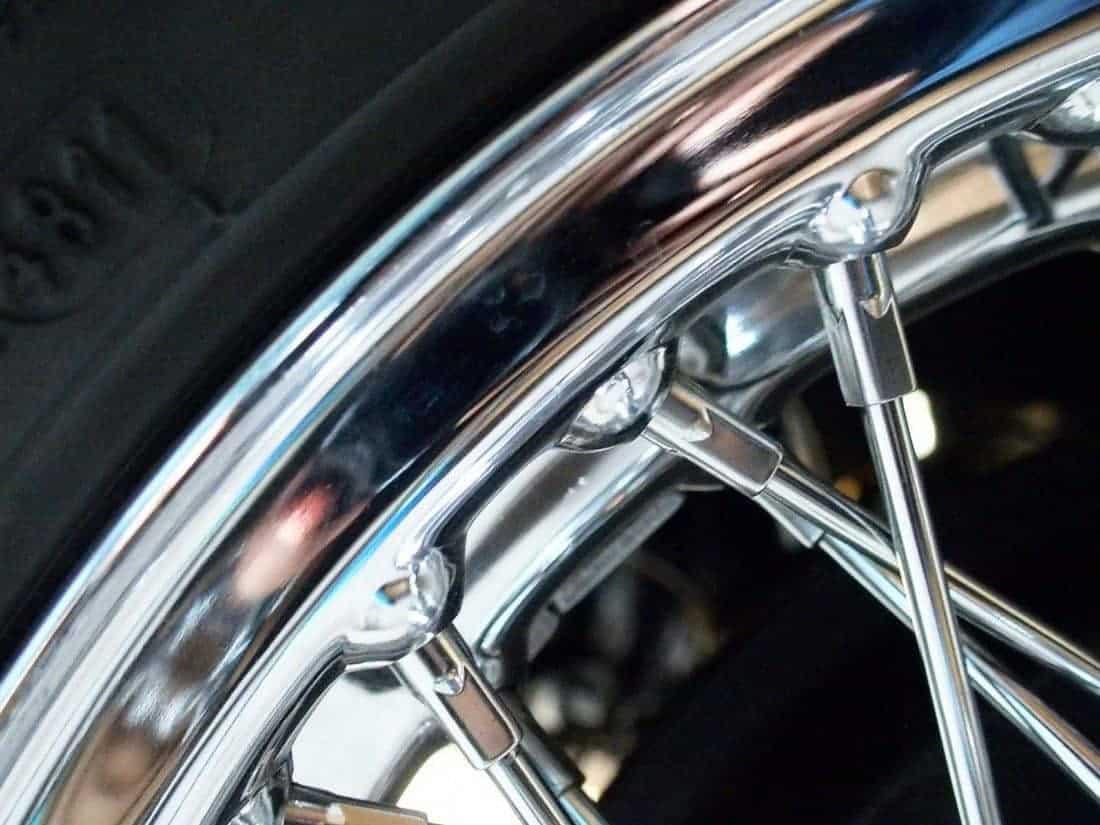 Silver rim of Bob's old car (2014-10-26)