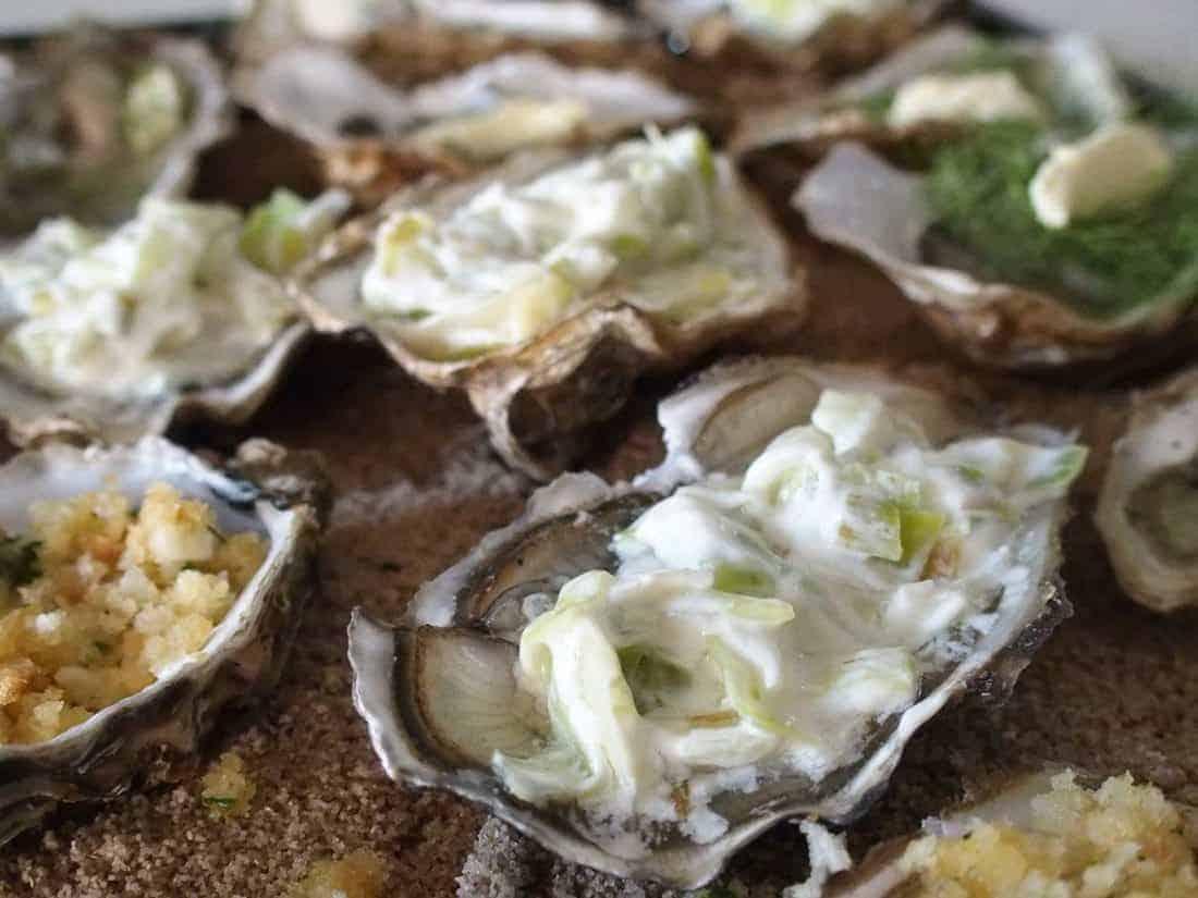 Baked oysters in Château d'Oléron, France (2015-06-19)