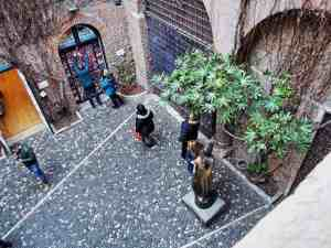Coutyard at Juliet's house, Verona, Veneto, Italy (2016-01-21)