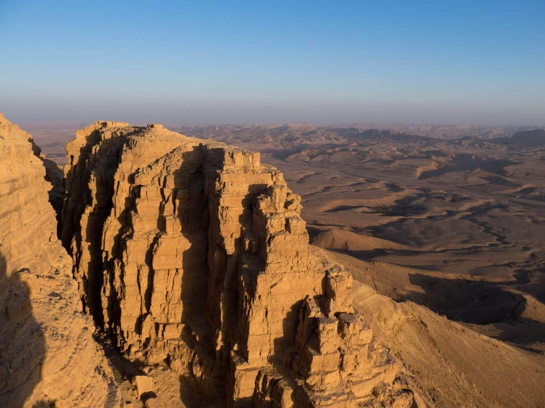 Sunset at the crater edge, Ramon Crater, Mitspe Ramon, Israel (2017-02-08)