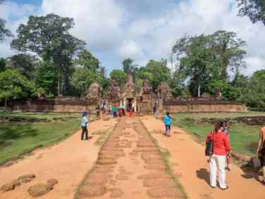 Banteay Srei from the outside, Angkor, Siem Reap, Cambodia (2017-04-10)