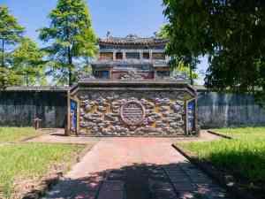 Decorated devider wall, Hue Citadel, Vietnam (2017-06)