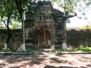 Unrenovated gate at the Forbidden City, Hue Citadel, Vietnam (2017-06)