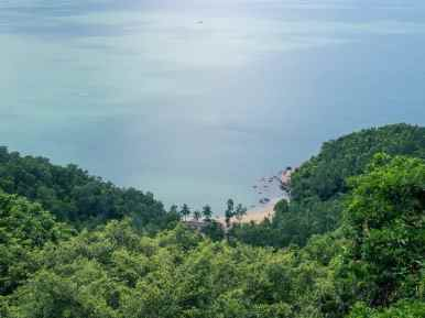 Look down into a bay on Monkey Peak peninsula, Da Nang, Vietnam (2017-06)