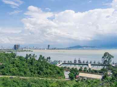 View of Da Nang from Monkey Peak peninsula, Da Nang, Vietnam (2017-06)