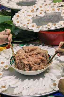 The making of White Rose on Hoi An food tour