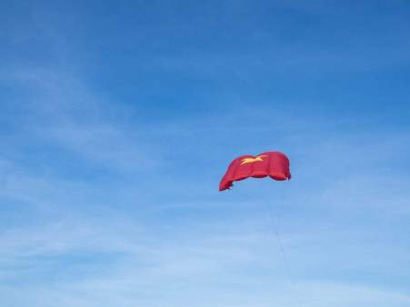 Travel Vietnam - Vietnamese flag kite at Hoi An beach, Vietnam (2017-05/06)