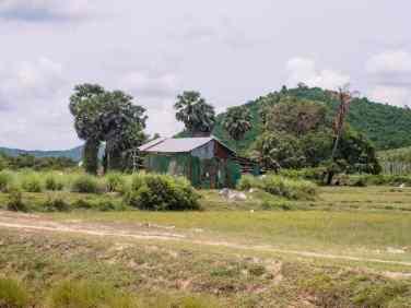 Farm house en route to Phnom Chhngok Cave Temple, Kampot, Cambodia (2017-04-29)