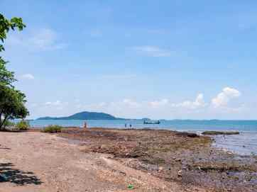 Monk at the beach, Kep, Cambodia (2017-04)