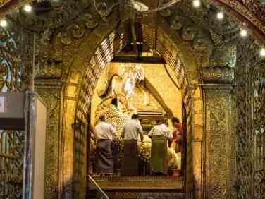Golden Buddha at Maha Muni Paya, Mandalay, Myanmar (2017-09)