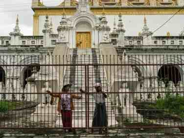 Caretakers at Atumashi Kyaung, Mandalay, Myanmar (2017-09)