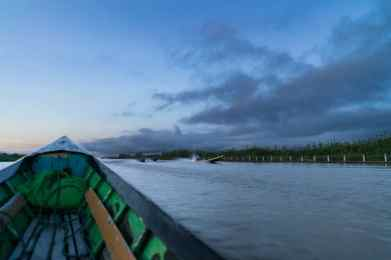 Inle Lake boat tour: Dawn on the water, Myanmar (2017-10)