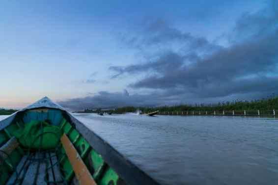Inle Lake boat tour: Dawn on the water, Myanmar (2017-10)