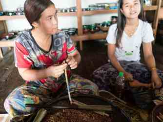 Inle Lake boat tour: Cigar making workshop, Myanmar (2017-10)