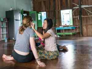 Inle Lake boat tour: Applying thanaka, Myanmar (2017-10)