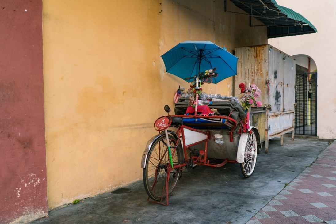 Colorful bicycle riksha - George Town, Penang, Malaysia - 20171217-DSC02884