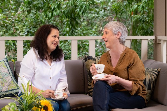 Samilya Bjelic and Anne Moorhouse sharing tea on couch