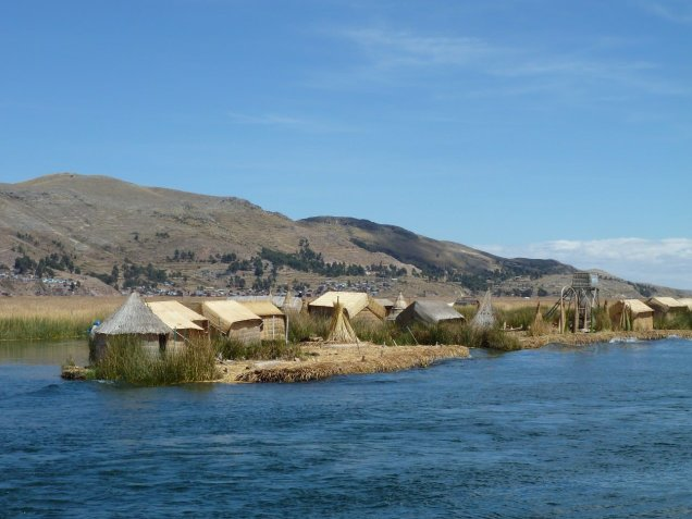 Arriving at the Uros islands