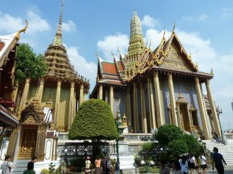 Walking around The Grand palace