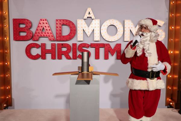 A Bad Moms Christmas (STX Films/STX Entertainment)