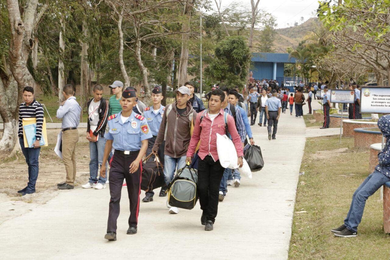 Más de 300 jóvenes aspirantes a Oficiales ingresaron a la ANAPO