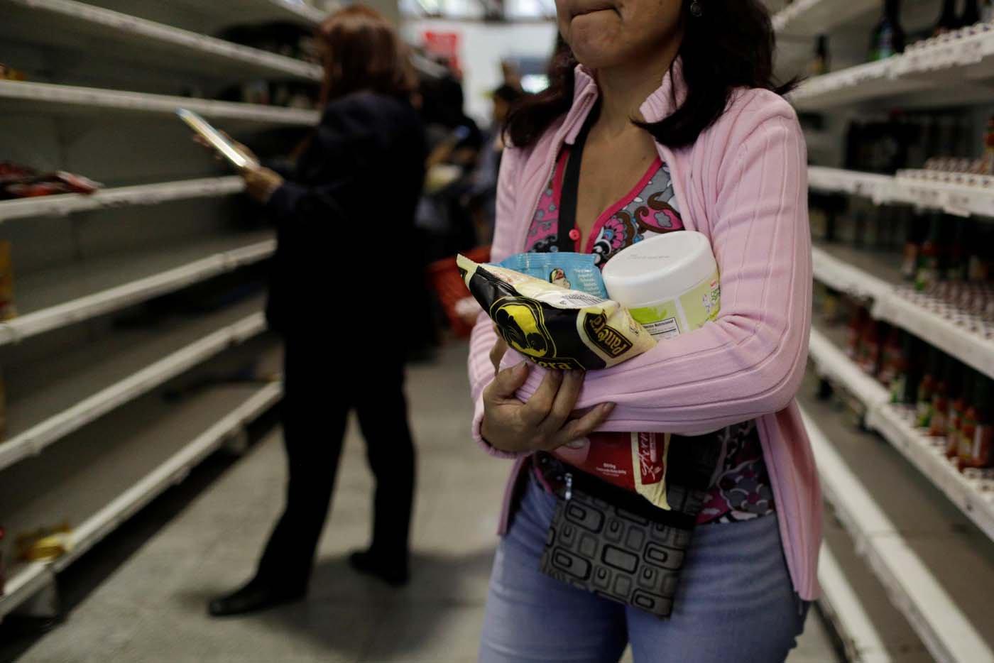 Salario mínimo alcanza para pagar cinco productos de la canasta alimentaria