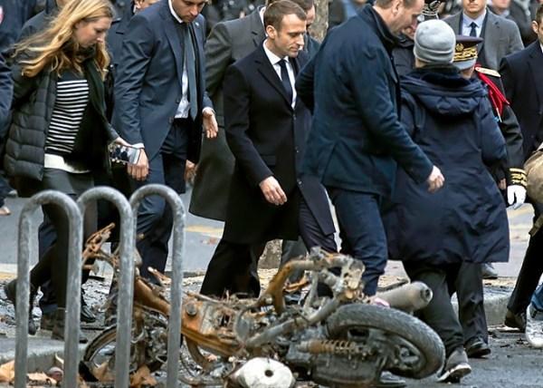 """Macron ofrece recortar impuestos a franceses y otras medidas para calmar a """"Chalecos Amarillos"""""""