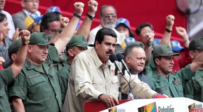 Maduro insta a los militares a ignorar la oferta de amnistía de Guaidó