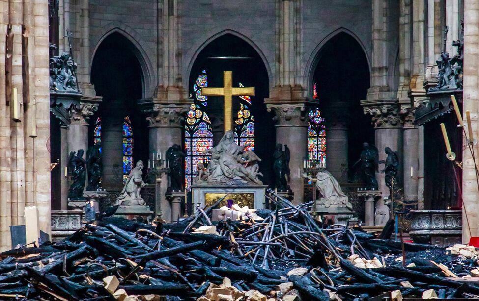 Encontraron colillas de cigarros en andamios donde se originó incendio en Notre Dame