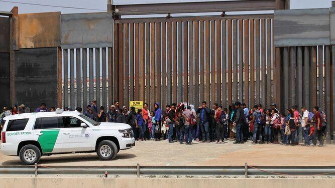 Pentágono desvía 1.500 millones para muro fronterizo