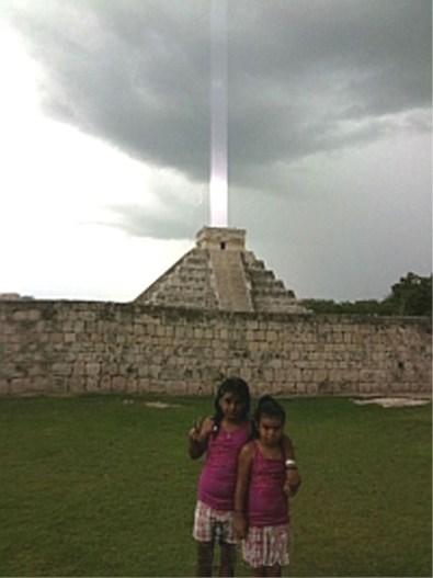 Foto: Luz en la Pirámide del Templo de Kukulkán