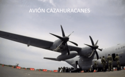 avion-cazahuracanes-004