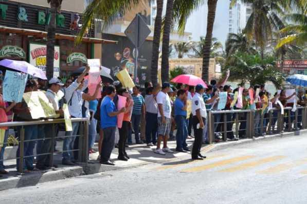 21puntaMaestros se manifestaron en Zona Hotelera (14)