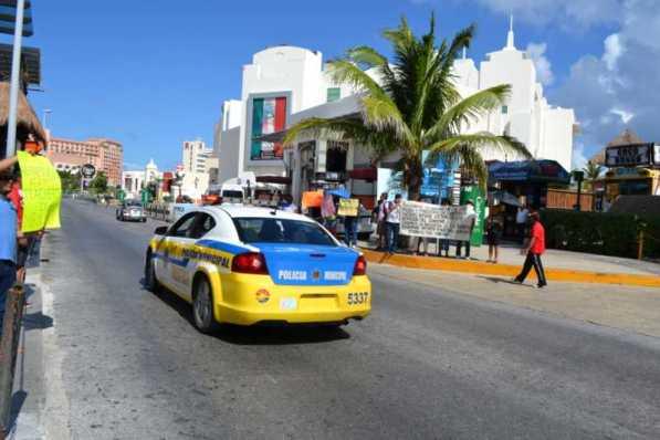 21puntaMaestros se manifestaron en Zona Hotelera (44)