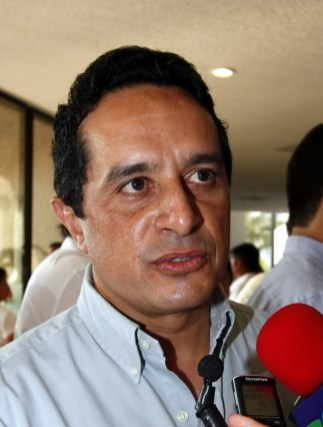 Carlos Joaquín González.