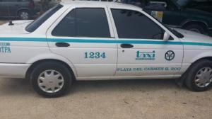 El taxi número 1234, abandonado tras el 'levantón' del ruletero identificado como 'El Lagarto'.
