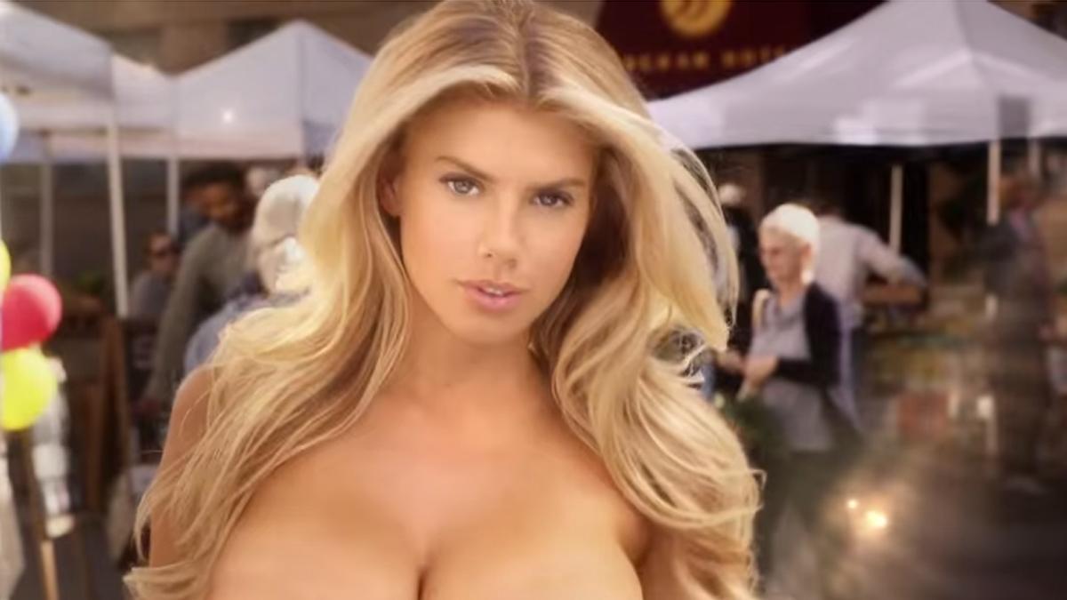 Modelo rubia desnuda sexy