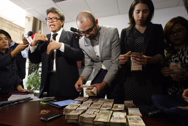 El conteo del presunto soborno denunciado por Monreal.