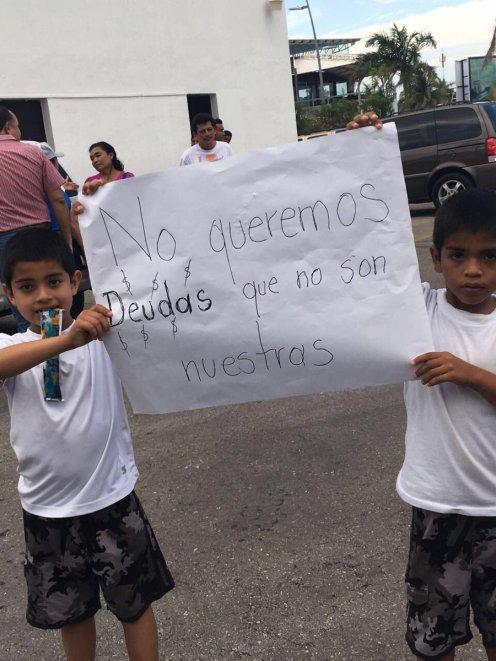 Hasta niños participaron en la protesta en el Congreso.